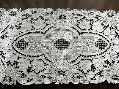 Beautiful Vintage Embroidery And Cut Lace Large Linen Table Cloth 104 X 35 Cm