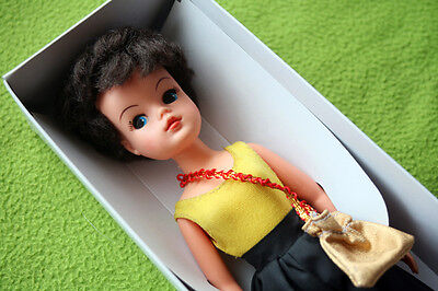 Vintage Brunette Sindy Doll, 1965! Very Rare & Collectible Muñeca! Outfit, Boxed