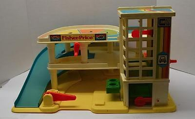 """Vintage 1980's Fisher-Price Little People""""Play Family Action Garage #93 -"""