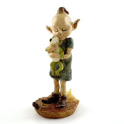 Top Collection Fairy Garden - Pixie Hugging Frog on Leaf