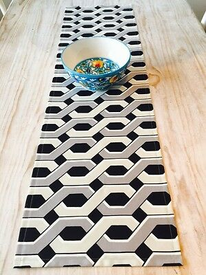 **STUNNING NEW INDOOR/OUTDOOR BLACK, GREY & TAUPE GEOMETRIC TABLE RUNNER 135cm**