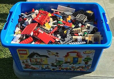 Bundle of Lego. 3.5Kg Various Components and Lego Box