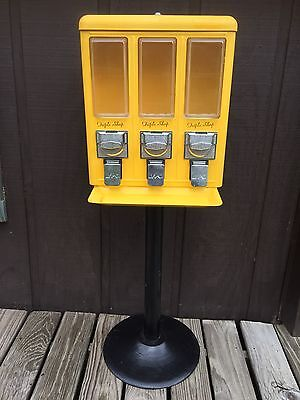 Vintage YELLOW Triple Shop Gumball Candy Vending Mach w/Two Keys w/Base Stand