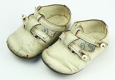 VINTAGE BABY DEER WHITE LEATHER BABY SHOES, 50s 60s, Tiny - only 10cm