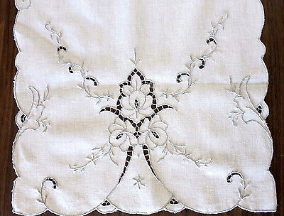 """Hand Embroidered Madeira - Cutwork Table Runner -  - 17 X 33"""" - Bisque - New"""