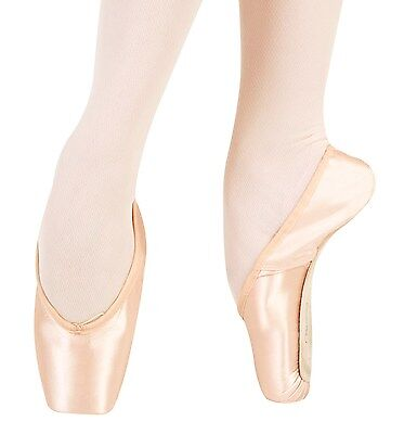Freed pointe shoes - size 5.5 M (5 1/2 no X)