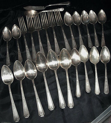 25 Piece Set of Vintage Wm. Rogers & Son AA XII Plate Flatware
