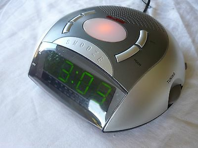 Bedroom Digital Alarm Clock Radio Night Light Snooze Function - As New