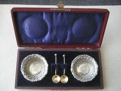 Edwardian Pair Of Silver Salts With Spoons Cased Birmingham 1902
