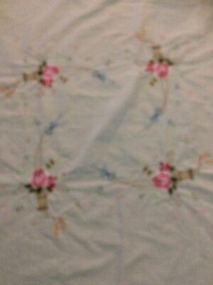 White Embroidered Tablecloth With 4 Embroidered Servicettes...Small.. Vintage