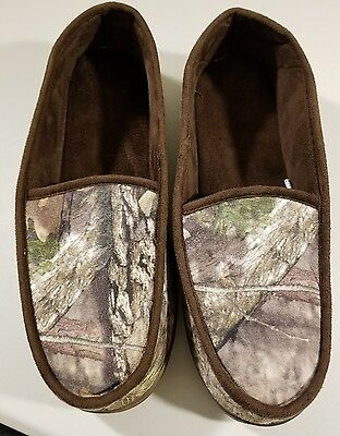 Men's  Camo moccasing slippers size 11/12.