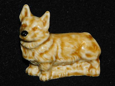 Welsh Corgi Dog Standing Figurine Wade Ceramic Whimsies Vintage England 1972