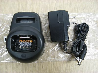 New OEM Motorola HCTN4001A 56553 CLS Radio Battery Charger w/ Power Supply
