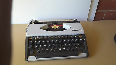 Vintage OLYMPIA WERKE WESTERN GERMANY METAL Typewriter & Case   Working Cond.