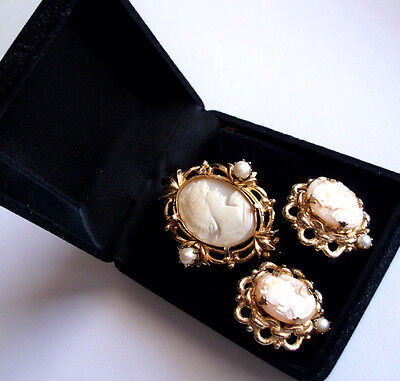 Hand Carved Vintage Italien Shell Cameo Brooch & Clip-on Earring Set