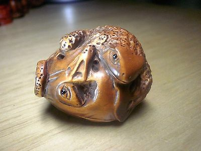 Carved wood netsuke toads play with lotus leaf, vintage / antique style figure