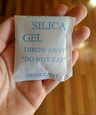 100 pieces Silica gel packets in a bag
