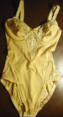 VINTAGE 1980s 55% Silk and FINE LACE SMOOTHIE NUDE Body SHAPER Girdle Bra 32C