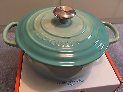 Le Creuset Signature Round Casserole 20cm Cool Mint (new)