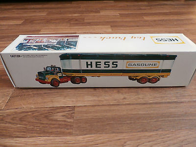 1976 Hess Truck New in Box MINT