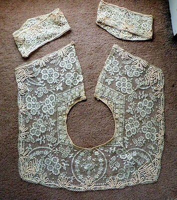 Antique lady's lace collar and cuffs