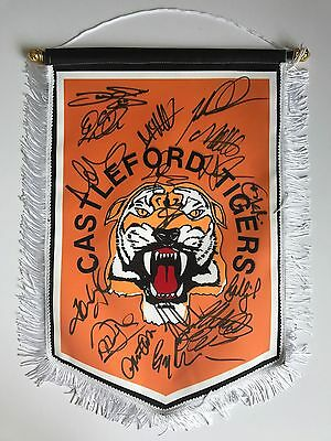 Castleford Tigers 2017 Squad Signed Pennant 18 Autographs Rare.
