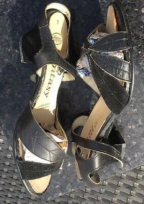 "True Vintage 1970's Size 7 Eu 40 Sandals Leather And Suede Leaf Design 2.5"" Heel"