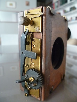 Appareil Photo Tres Ancien Ou Partie / Part Of Antique Camera / Chambre ?