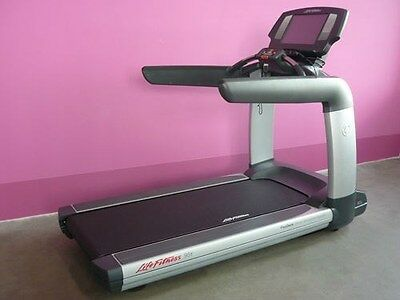 Life Fitness 95T Engage Treadmill (Remanufactured)