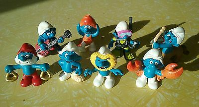 Group lot of 8 smurfs .