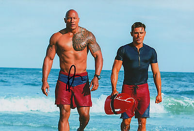 "Dwayne ""The Rock"" Johnson ""Baywatch"" Autogramm signed 20x30 cm Bild"
