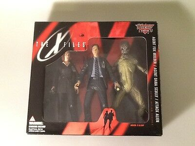 McFarlane Toys 1998 The X-Files Mulder/Scully/Attack Alien Ultra Action Figures