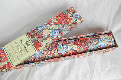 Woods of Windsor Box of Six Perfumed Drawer Liners - Traditional Pot Pourri