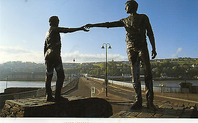 postcard Ireland  Hands across the divide unposted Ulster