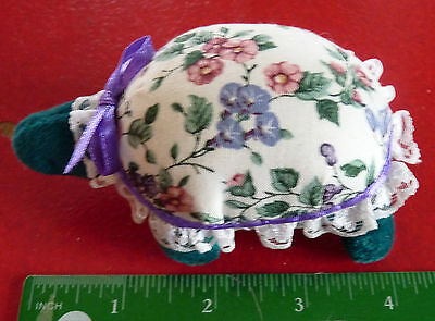 Collectible Lovely Stylized Needle & Pin Holder ! Pelotte Épingles & Aiguilles