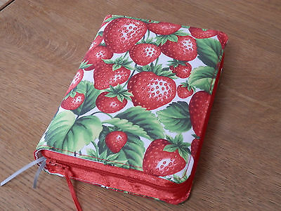 New World Translation 2013 Zipped Fabric Bible Cover - Strawberries