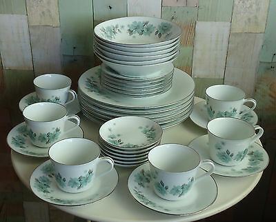Pretty Vintage RC Noritake Japan 36 Pce Dinner Set for 6 *Alouette #768