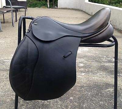 """Silhouette Priory Black 17 1/2"""" X/wide Fit English Leather G/P Saddle"""