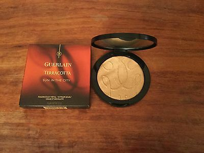 Guerlain Teracotta Sun In The City Golden Glimmer Powder - A Sweep Of Sunlight