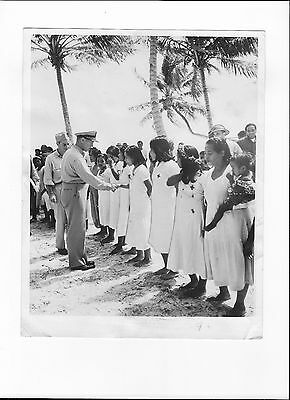 1945 Photo Ww2 Capt. H.b. Grow Thanks Native Nurses Trained By Navy In Basic Med