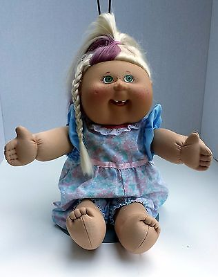 Cabbage Patch Kids Girl Green Eyes Shows Teeth White Hair With Pink 2004