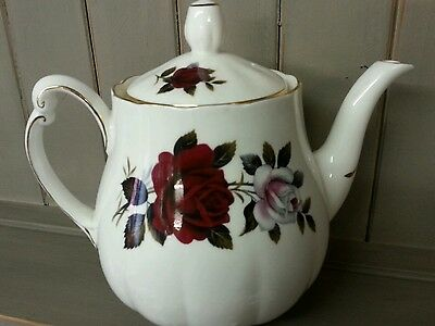 Colclough Unused Amoretta Vintage Pretty Dark Red Roses  Bone China Teapot Mint