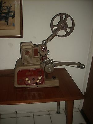 VINTAGE AMPRO STYLIST DE LUXE GRAFLEX 16mm FILM SOUND MOVIE PROJECTOR