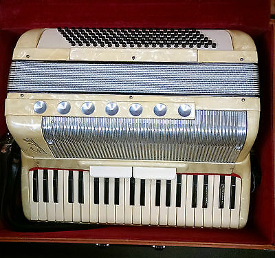 Scandalli Accordion Creme Pearl With Case Made in Italy