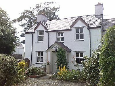 Cozy holiday cottage on Anglesey, North Wales. Sleeps 4. £500 A Week