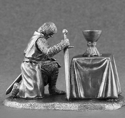 Medieval 1/32 Scale Metal Toy Soldiers Knight with Holy Grail 54mm Tin Figures