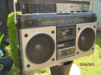Retro1980s Hitachi portable radio boombox trk-8200E good condition.GhettoBlaster