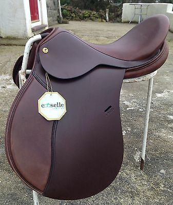 """Exselle Axcess wide fitting G/P close contact 17"""" brown English leather saddle"""