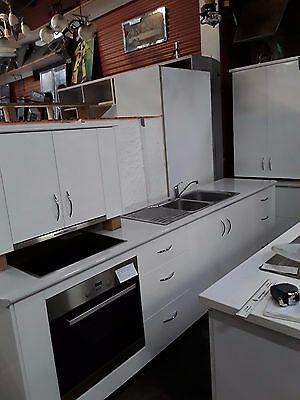 White 2 Pac Kitchen - Great Appliances & Soft Closing Draws - $2,495.00