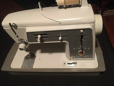 Singer Sewing Machine model 600E - Tested And Working